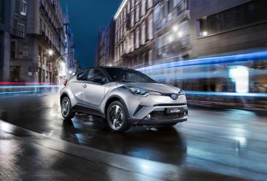 Grey C-HR driving in the city